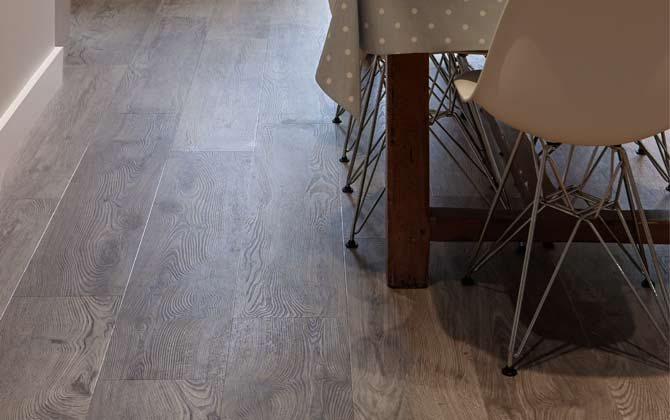 Featured Floor: Sarah's kitchen with aged oak effect flooring